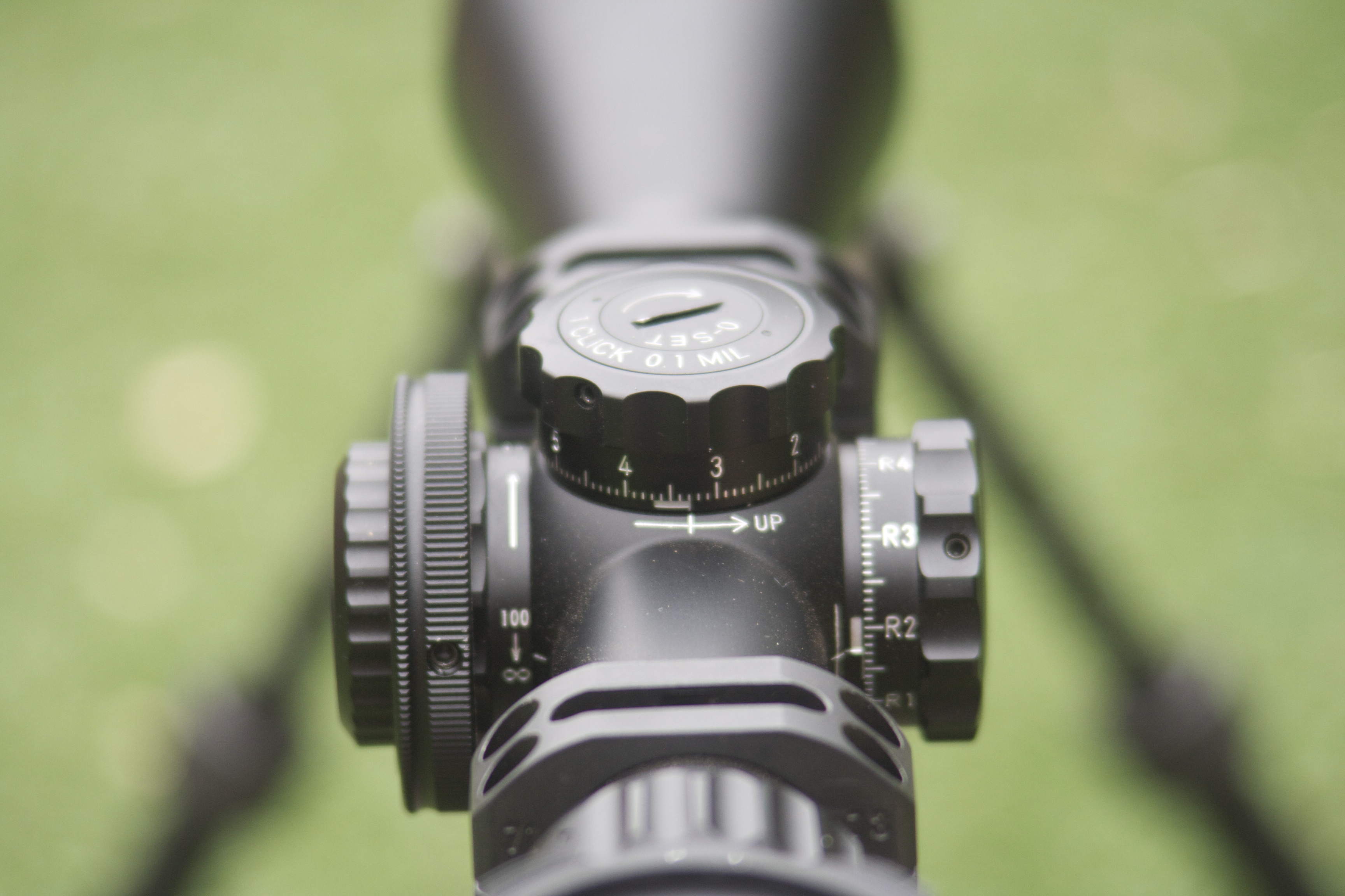 Close up of the focussing wheel.  The design blends well into the sleek scope body and the focus range can easily be seen.