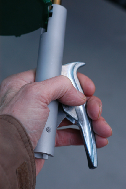 The Hornady offers a full four-finger grip as opposed to the Lee XR which relies on thumb-pressure